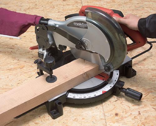 Nguy hiểm khó lường từ những chiếc máy cắt góc gỗ kém chất lượng